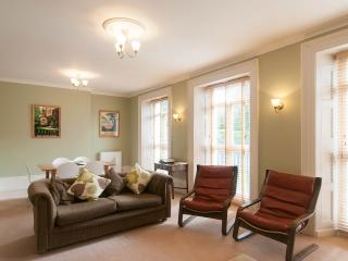 Exeter serviced apartment - central, high quality