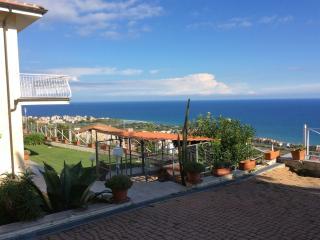 Villa Indipendente  tutta vista mare e isola, Albenga