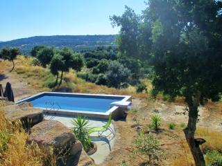 Extremadura country house, lovely views & pool, Montánchez