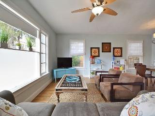 3BR/2BA Charming Remodeled Austin House, Sleeps 9