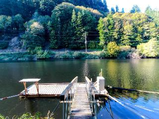 Recently remodeled dog-friendly home on the Alsea River w/ private dock!, Waldport