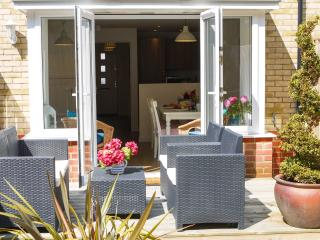 Stylish family house, dog friendly - 25% discount, Camber