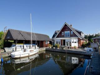 Waterside Retreat Norfolk Broads riverside cottage, Wroxham