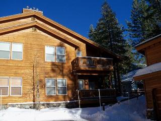 Karl - Adorable condo across from the Tahoe Donner Rec Center, Truckee
