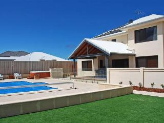 STUNNING BLUE WATERS BEACH LOCATION, Quinns Rocks