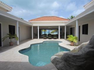 North Finger Beach House - Jolly Harbour, Antigua - Beachfront, Poolold