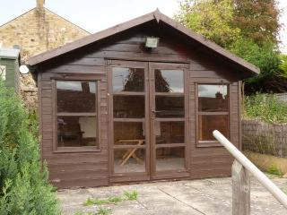 BETTY'S COTTAGE, super king-size bed, woodburner, close to amenities and