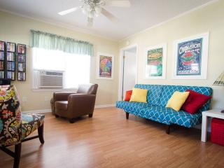 Cute Beach Cottage, wifi, golf cart, Myrtle Beach