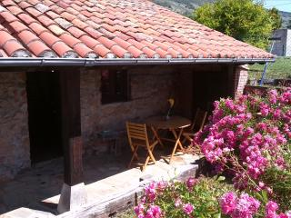 Cabaña de piedra con porche 'La Fragua', Pamanes