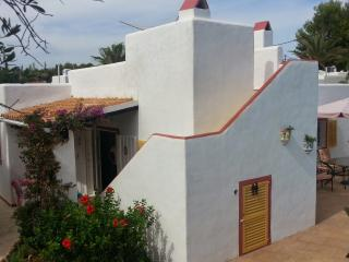 Charming 2 bedroom villa with pool in Cala Llenya