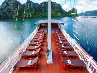 Halong Bay exellent houseboat 2days 1night, Baie d'Halong