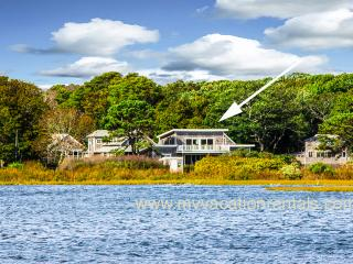 STECC - Farm Pond House, Gorgeous Waterviews, 3 Minute Walk to Ink Well Beach, 5 Minute Walk to Town, WiFi, Oak Bluffs