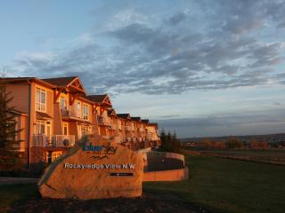 Blue Sky Townhouse 1 Bed Room with Mountain View, Calgary