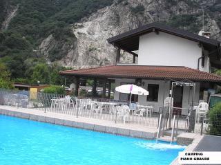 casetta  con piscina in campeggio