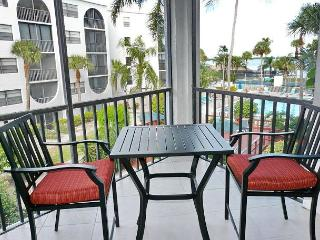 Tranquil condo in heart of luxurious waterfront community