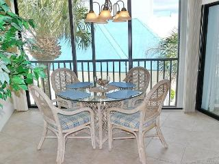 Breezy condo in deluxe waterfront community filled w/ pools & spas, Marco Island