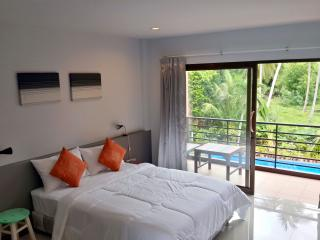 New Poolside BnB near Beach, Surat Thani
