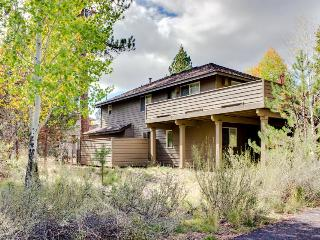 Relaxing rental with hot tub, grill, and 10 SHARC passes!, Sunriver