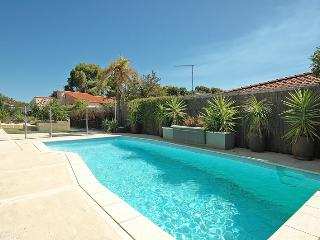 EXECUTIVE 5 BEDROOM 3 BATHROOM HOME WITH POOL WIFI, Mullaloo