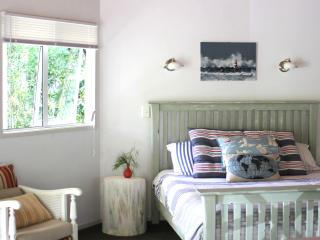 Lighthouse Cottage at tropical Driftwood Central, Kerikeri