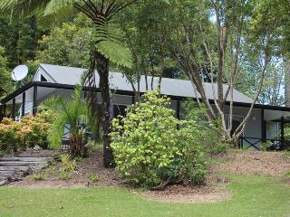 Tumblehome Lakeside Cottage at Driftwood Central, Kerikeri