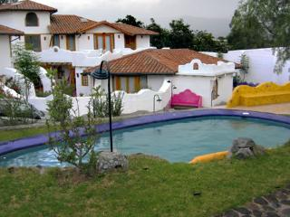 CASA ANAI. LOVELY AND FURNISHED HOUSE IN CONDO. TUMBACO VALLEY - QUITO.