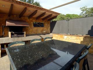 casa Judibar con piscina y jacuzzi , barbacoa a 3 km. de la playa