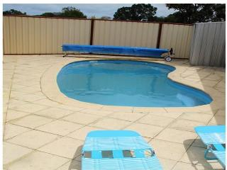Bright Holiday Home, Carramar