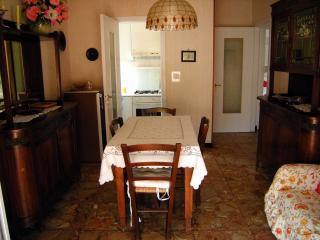 Ampio e soleggiato appartamento con 5 posti letto, Pietra Ligure