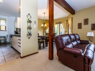 Condo, 2 bed, 2 bath, sleeps 6, free wifi, Mont Tremblant