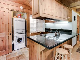 Gorgeous, modern cabin w/ entertainment & easy ski access!