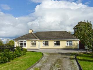 CASTLEKEVIN HOUSE, en-suite facilities, child-friendly, ground floor cottage
