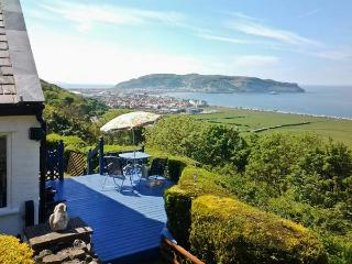 TWO BAYS AND THE ORME VIEW COTTAGE woodburning stove, stunning views in Llandudno Ref 916055