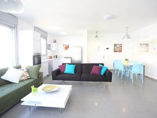 Luxury 100sqm Gorgeous Beach Flat - Ben Yehuda, Tel Aviv