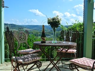 Beautiful detached villa, stunning views, medieval, Belves
