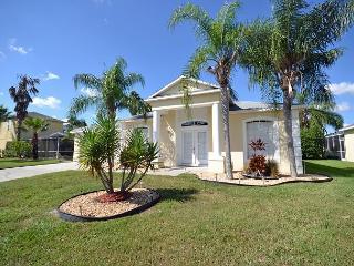 Lakeside Villa (224NTO) Modern 4 bedroom, three bath with lakeview!, Davenport
