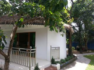 Rose Villa Bungalow with Garden View, Pool & Wifi, Sihanoukville