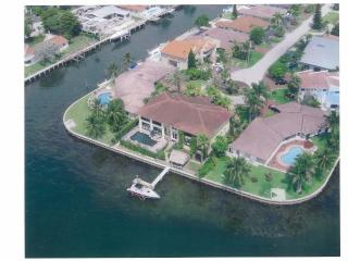 2 Story Waterfront Mansion min to SB 100 night min, North Miami