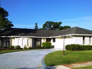 Villa, Private heated Pool, 4 BR, 3 BA, Port Saint Lucie