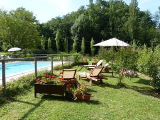 GELSOMINO-Cerqua Rosara Residence a nice suite in villa with pool near Assisi