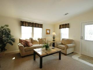 Two Bedroom Cottage in Beautiful RV Resort!, Fort Myers