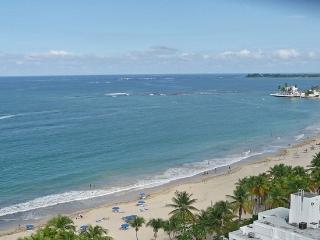 Overlooks Gorgeous Beach-Walk to Restaurants, Isla Verde