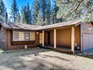 Cozy dog-friendly home with incredible mountain views & fantastic amenities!