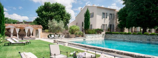 Modern luxury villa in Provence, 6 bdr, 12 people, Saint-Cannat