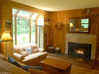 84SW Large Condo with Sauna and Soaker Tub, Glacier