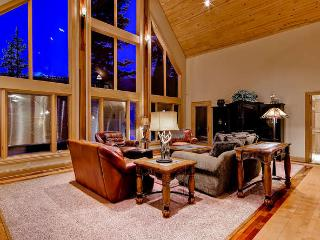 White Bear Lodge - Private hot tub, pool table!, Breckenridge