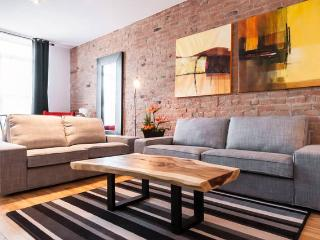 Amazing Location: Metro Mont-royal ! Sleeps 10.