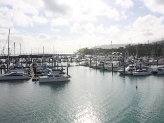 Peninsula 3 Bedroom Apartment - Airlie Beach
