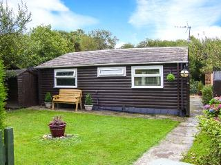 HAFAN DAWEL, detached log cabin, superb garden, woodburning stove near Caernarfon Ref 917500
