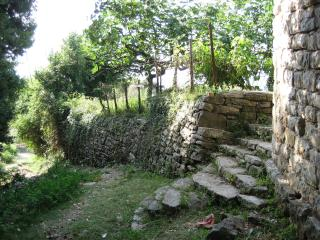 Romantic stone house & garden - stunning sea views, Baosici